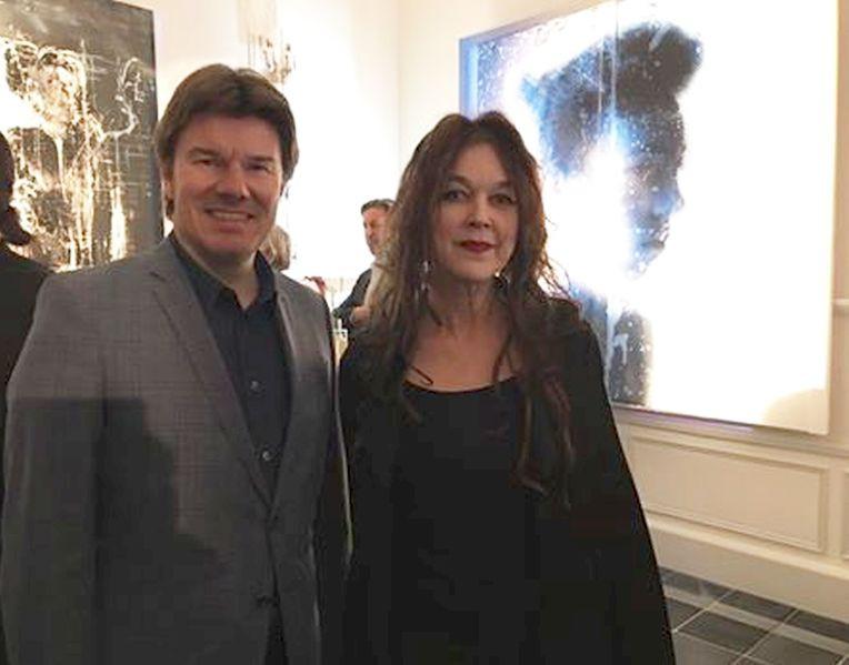 Kultusminister von Flandern Sven Gatz mit Ulrike Bolenz in der Kunstausstellung CASTEEL BEAULIEU in Mäarz 2017
