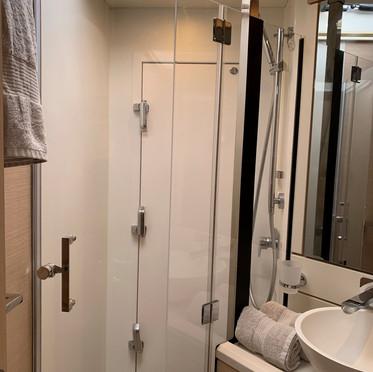fwd guest shower.JPEG