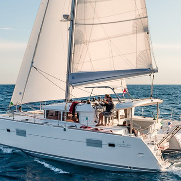 lagoon-400-s2- brochure sailing.jpg