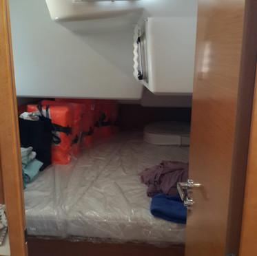 aft cabin stbd.jpg