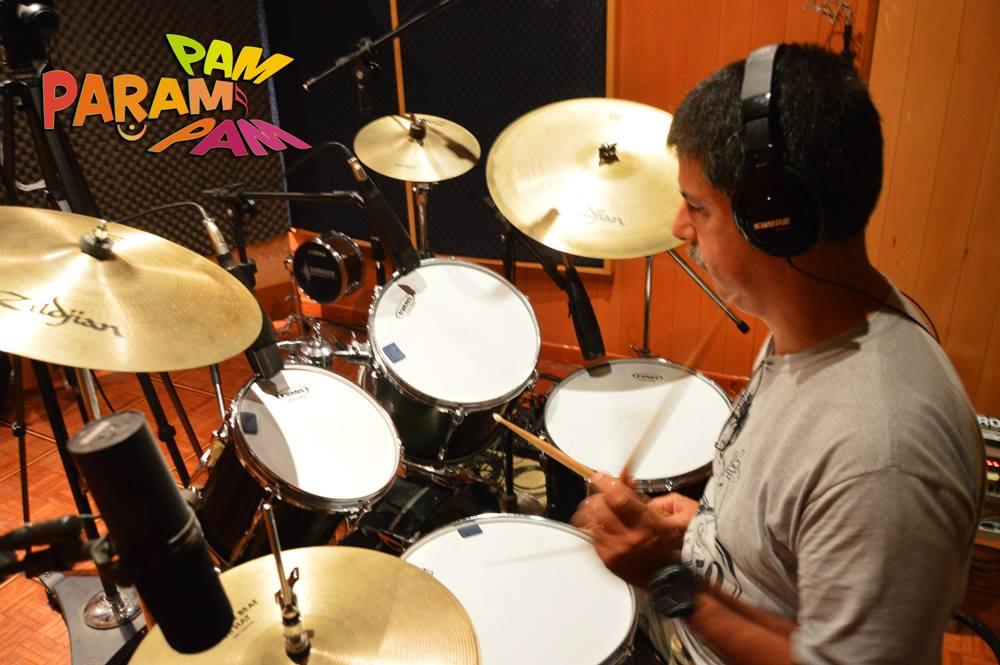 Cadu Dias Lopes na bateria