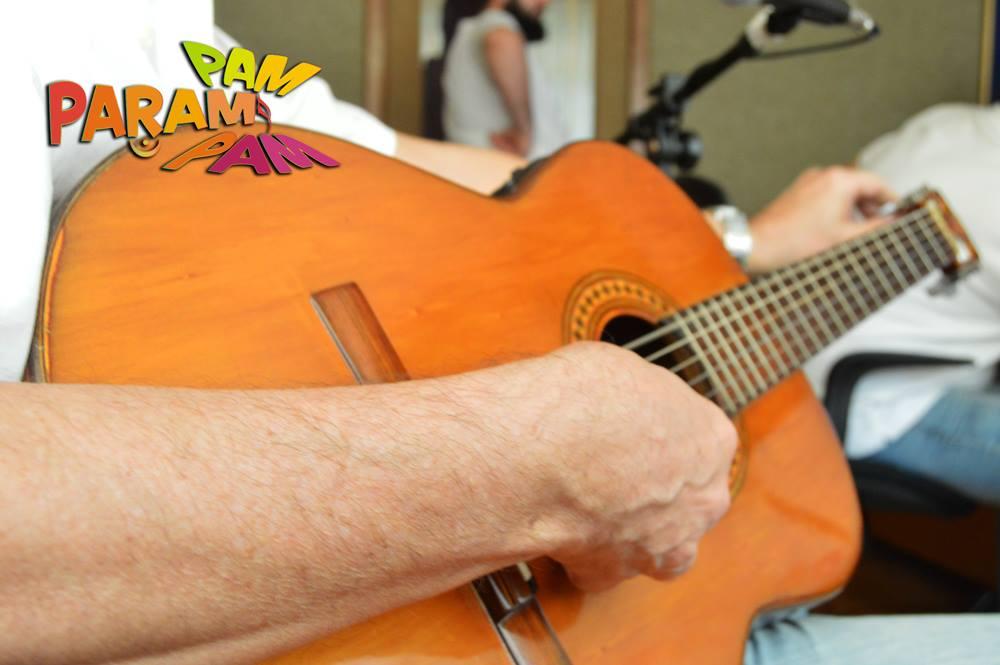 Afinando violão