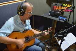 C Evandro gravando violão