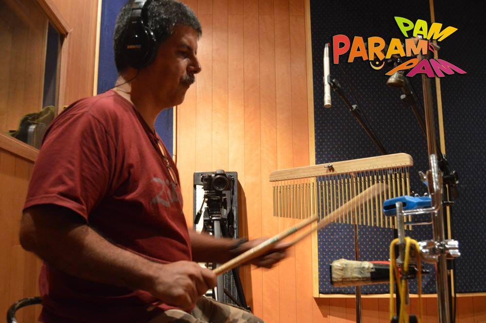 Cadu gravando percussão