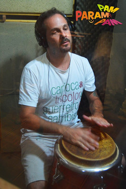 Gustavo Pereira na tumbadora