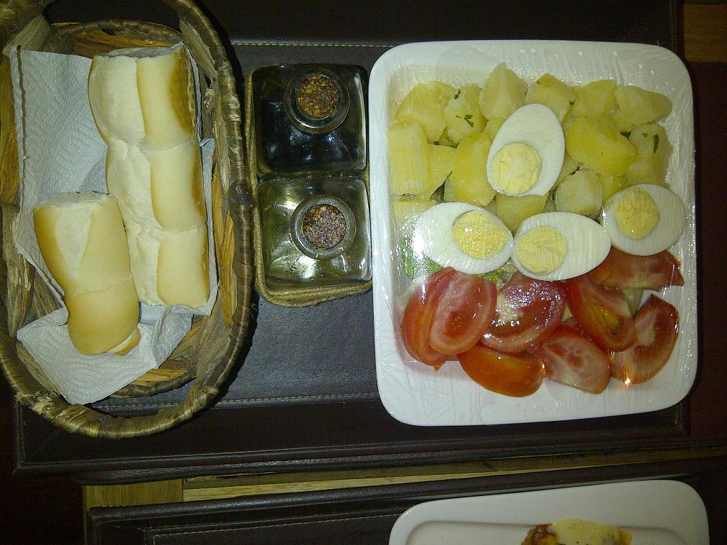 Ensalada de Papa, Tomate y huevo.