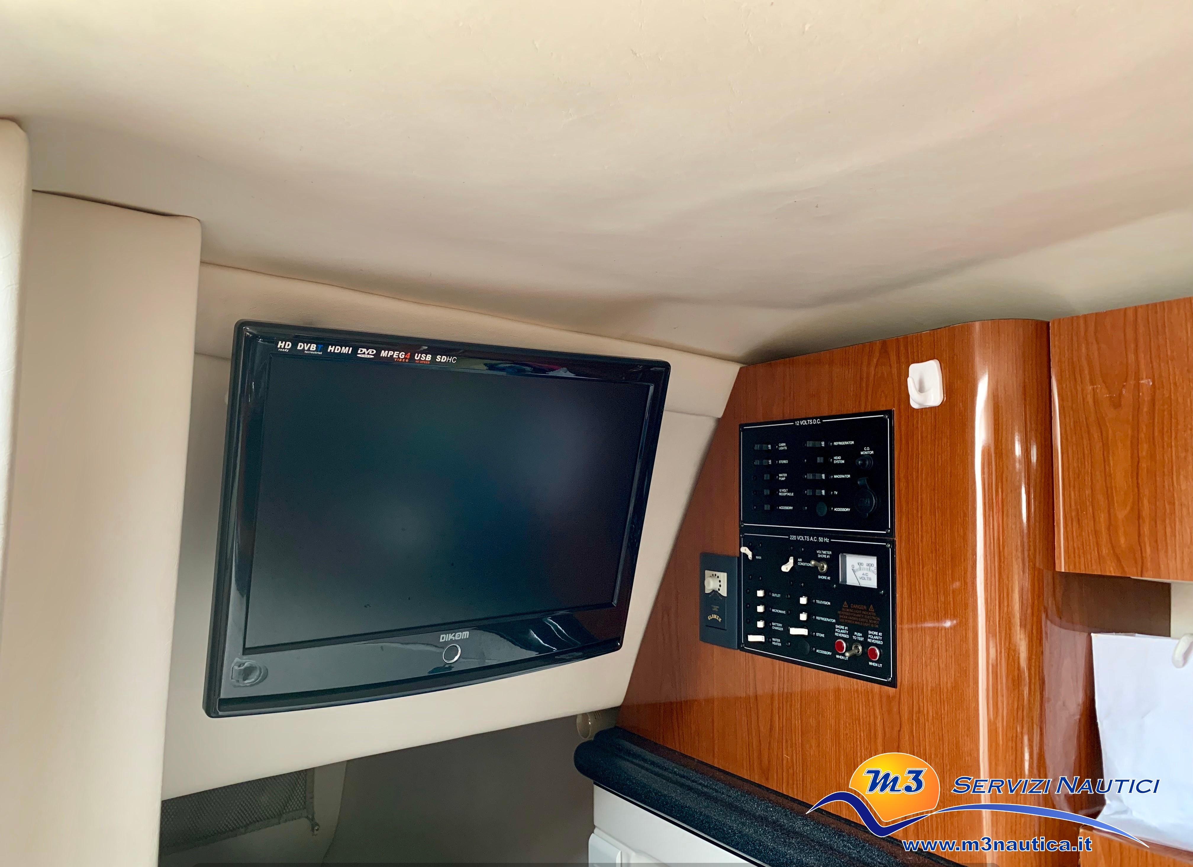 Monterey 298 S Cuddy barca usata img7