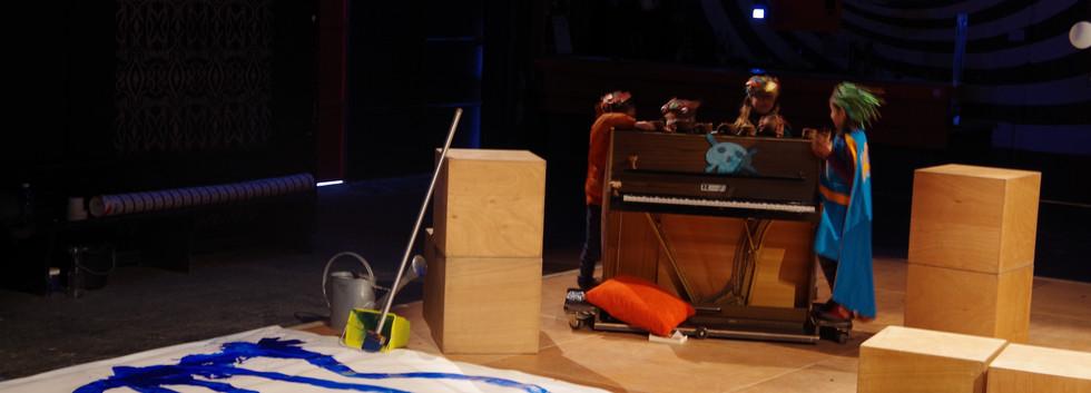 Présentation de travail à l'issu du stage arts plastiques et théâtre