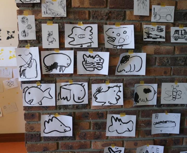 mur de dessins du stage millefeuilles