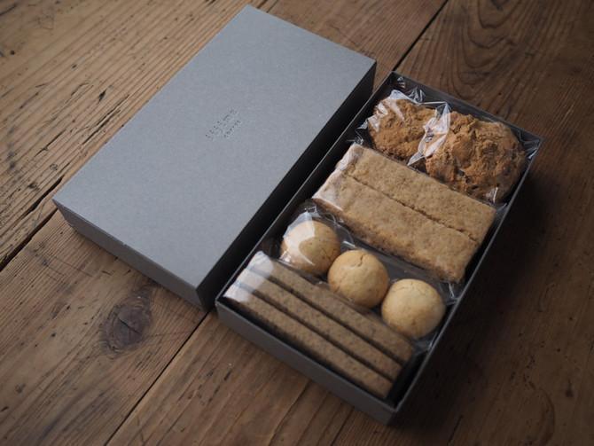四種の菓子の箱