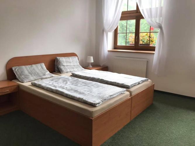BP pokoj postel.jpg