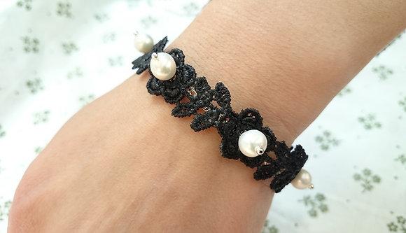 Guipure Lace Motif Pearl Gothic Bracelet