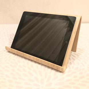 ⑦iPadスタンド(iPad stand) 220円