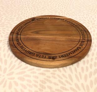 ③木製チーズボード(Wooden cheese board) 330円