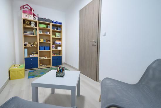 Kisszoba: 9 m2.  //Egyéni foglalkozásokra használt, kényelmes szőnyegekkel
