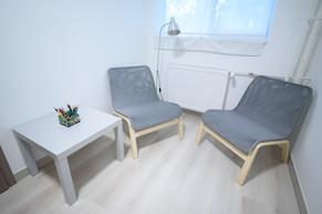 Kisszoba: 9 m2.  //Kiscsoportos foglalkozásokra használt, kényelmes szőnyegekkel