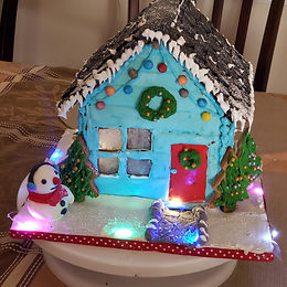Gingerbread House 2020 filled with cake