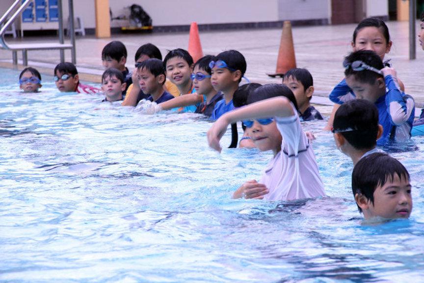 kids+practising+stroke.jpg