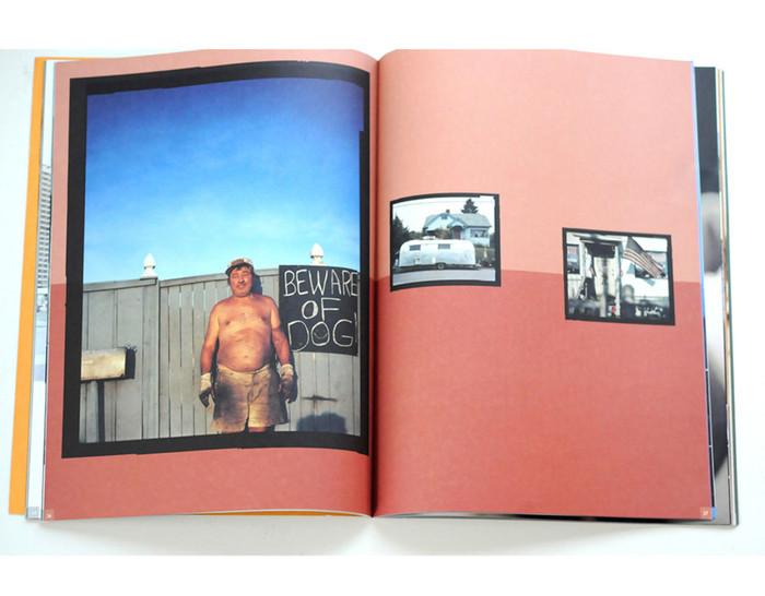 Spread uit catalogus en luxe magazine 'Foto-expositie Noorderlicht'. | ontwerp