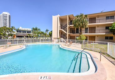 Located On Fort Lauderdale River with Free Outdoor pool. Walking distance to Best Fort Lauderdale amenities