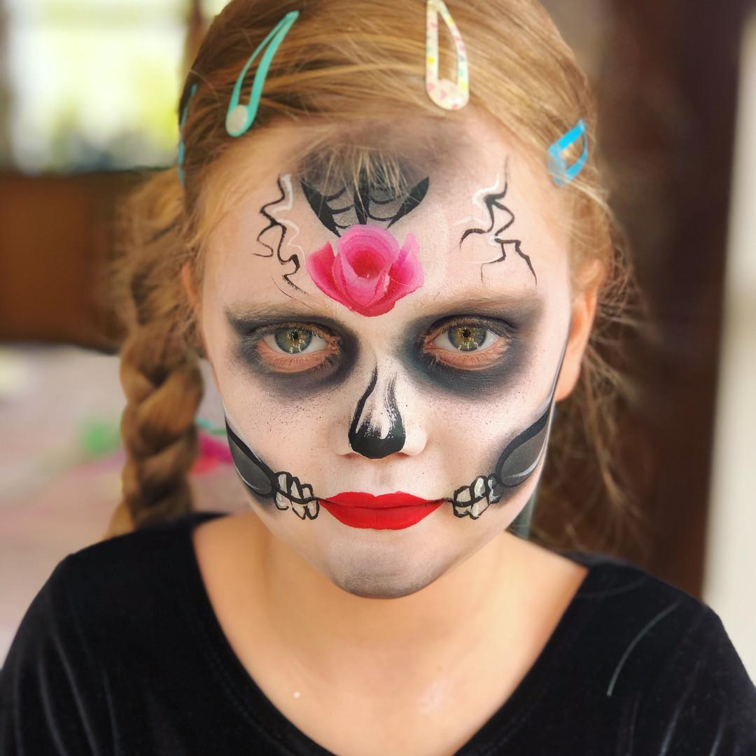 Skull girl face paint