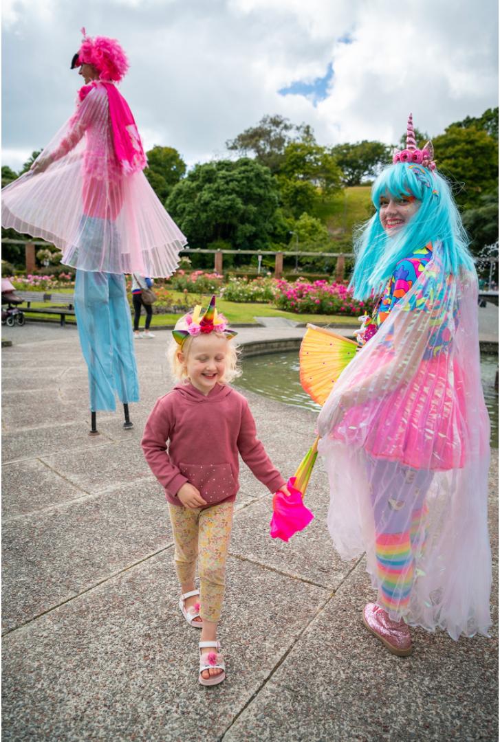 Flamingo and unicorn circus performers
