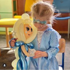 Elsa balloon
