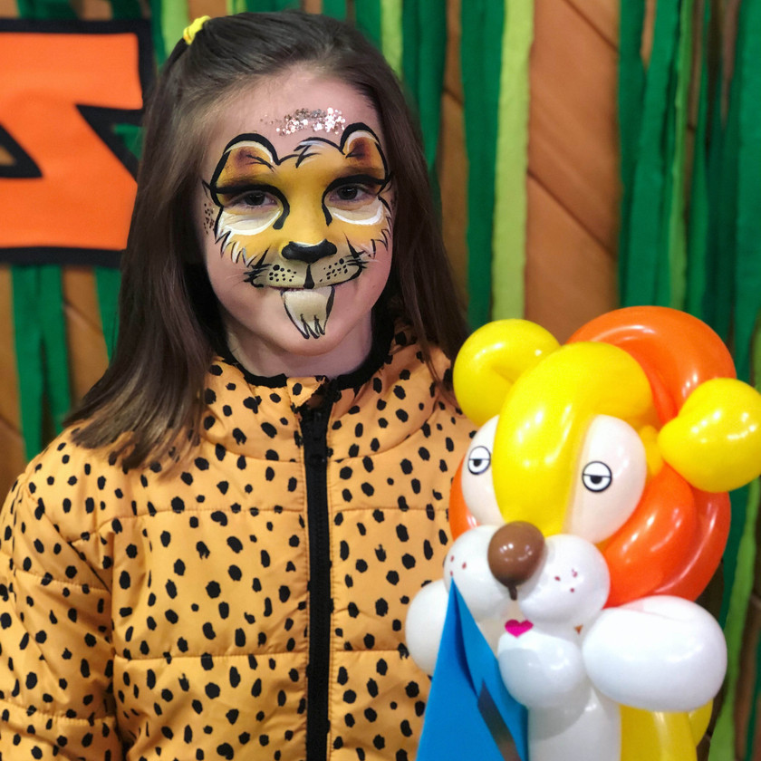 Lion face painting and balloon twisting Jungle Wellington New Zealand