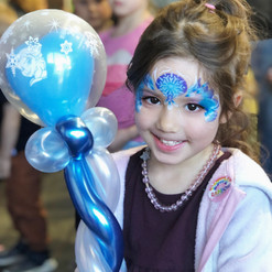 girl with frozen Elsa balloon