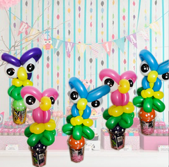 Owl balloon twisting party favours