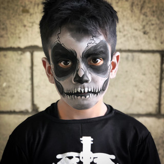 Skull skeleton face paint
