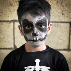Skull skeleton face paint