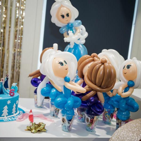 Elsa Frozen Anna balloon twisting