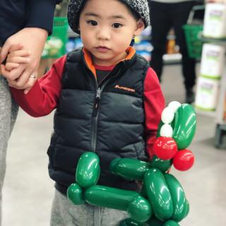 T-Rex balloon twisting