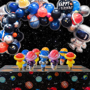 Space balloon garland and balloon twisting favours