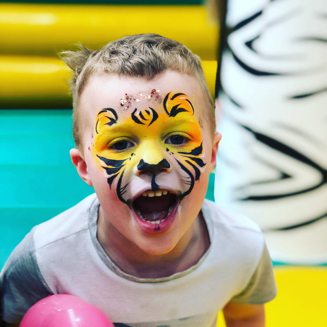 tiger face paint with balloon