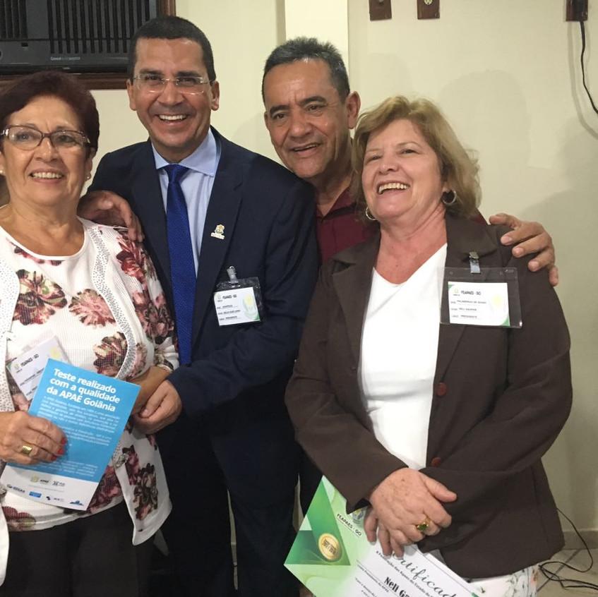 Aracy Ledo, presidente nacional das APAEs, Hélio Lopes, presidente da APAE Anápolis, Wagner Benevide, presidente da FEAPAEs e Neli Gaspar, vice-presidente.
