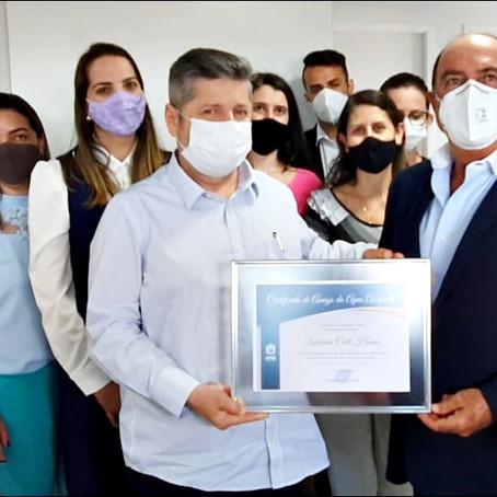 Deputado Zacharias Calil é agraciado com certificado de Amigo da APAE Anápolis