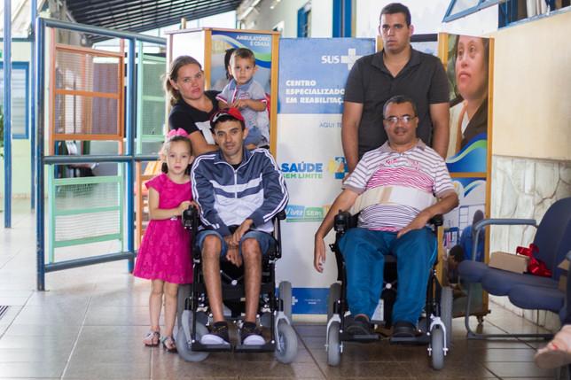 APAE Anápolis entrega cadeiras de rodas motorizadas