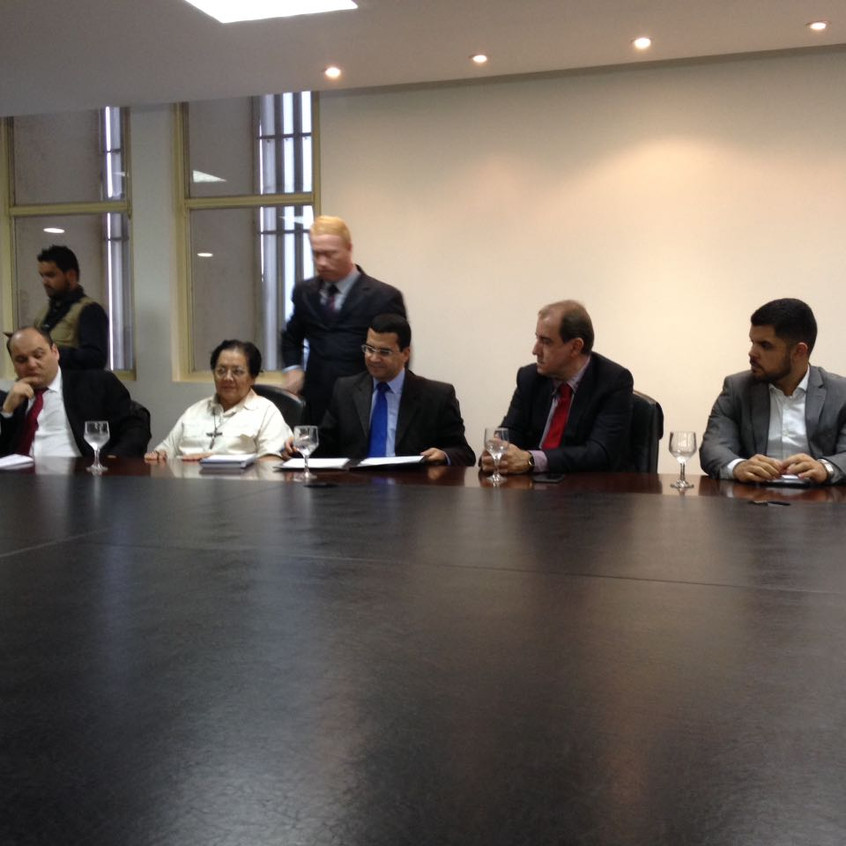Momento da assinatura da portaria que credencia a APAE Anápolis.