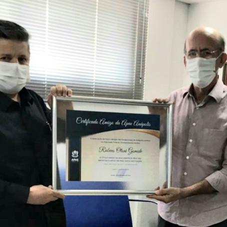 Rubens Otoni é homenageado com o Certificado Amigo Apaeano