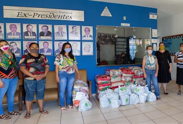 Famílias da APAE Anápolis recebem cestas básicas do projeto Rede Solidária