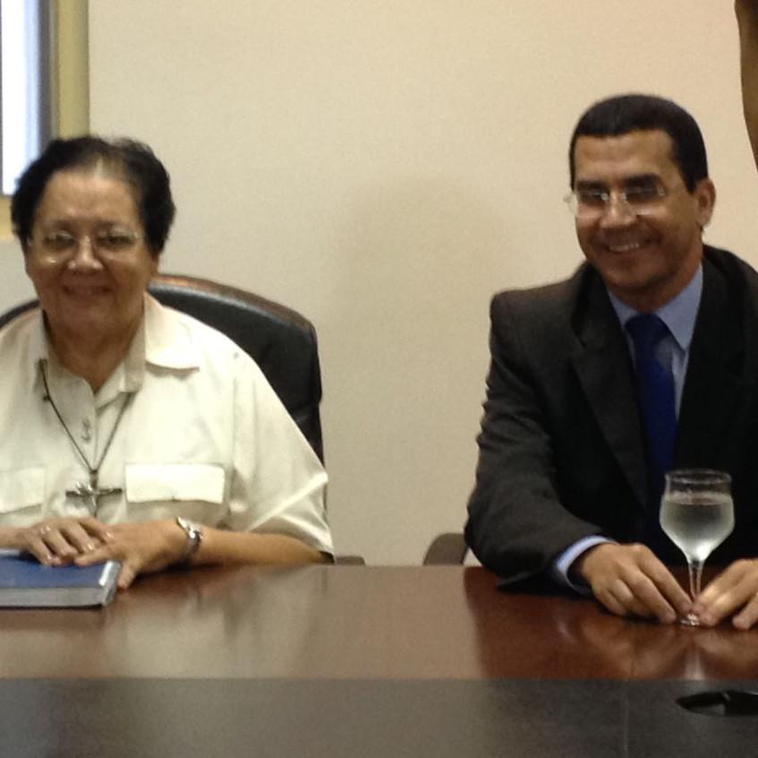 Representantes das entidades filantrópicas de Anápolis estiveram presentes. Irmã Rita Cecílio, Presidente da Santa Casa de Misericórdia e o Presidente da APAE Anápolis Dr. Helio José Lopes.