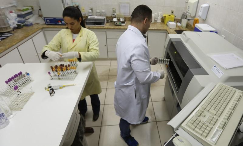 Laboratório: além de diagnóstico, tratamentos para diversas doenças (Foto: Diomício Gomes)