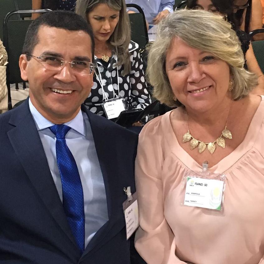 Dr. Hélio Lopes, presidente da APAE Anápolis e Nancy Oliveira, superintendente.
