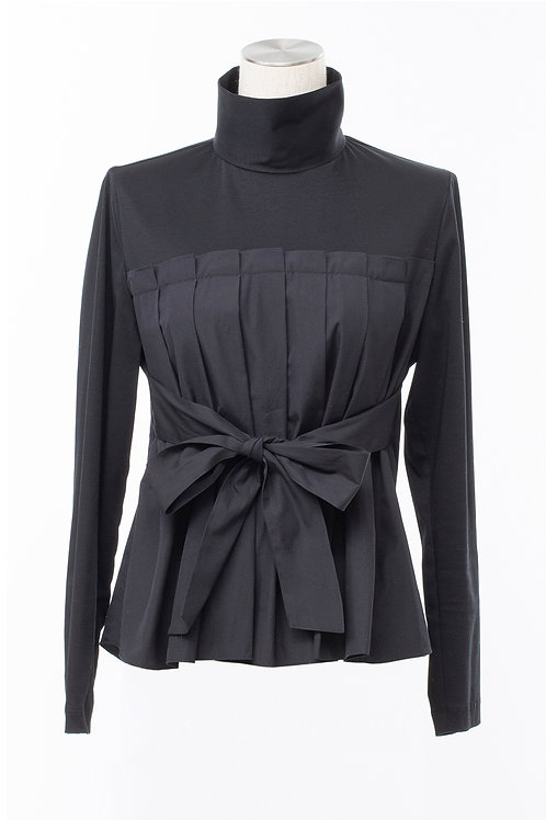 Tuck blouse