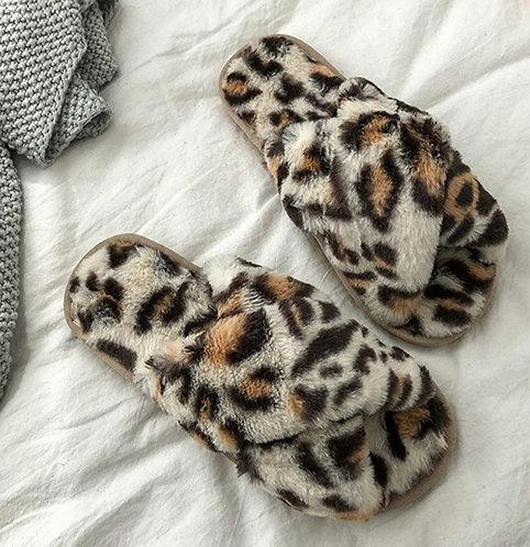 Leopard fluffy slippers - beige