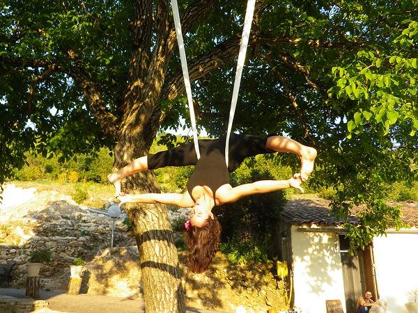 Julie Blondiau yoga aérien
