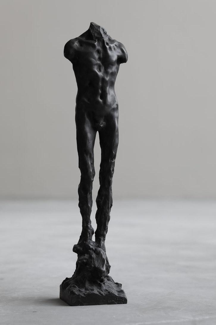 Uomo crescente   2020   Bronze   57 x 12 x 11cm