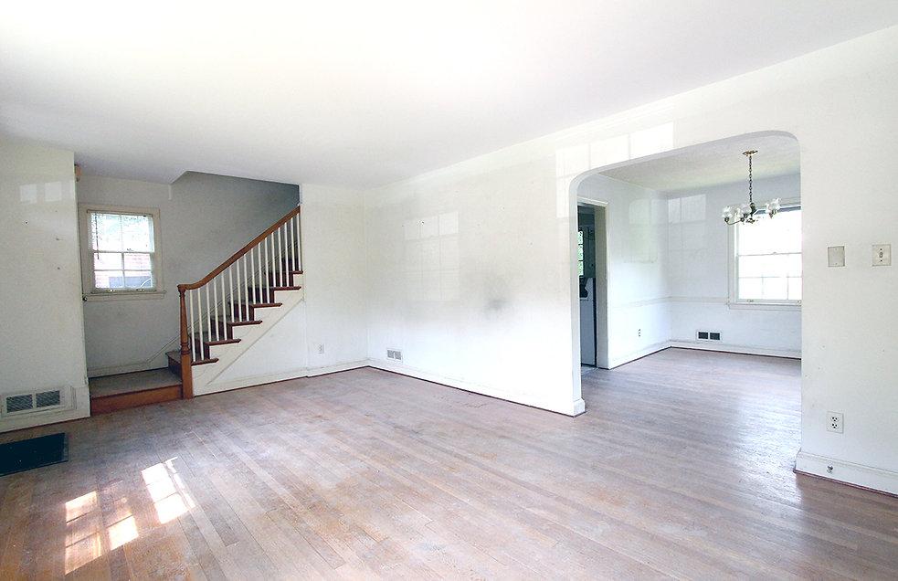02_Living Room (before).jpg